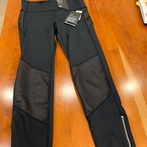 NWT, GapFit, size S. Black womens leggings